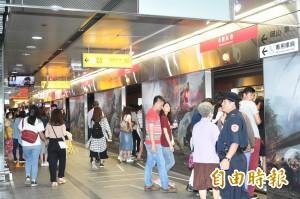 高捷車站非尖峰只開循環風扇 乘客喊熱