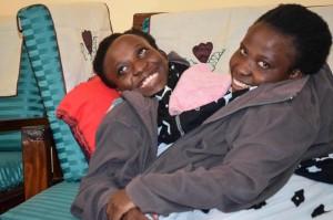 教師夢碎! 21歲坦尚尼亞連體嬰姊妹過世