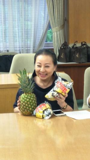香蕉鳳梨價低迷 小花縣長訪日推銷