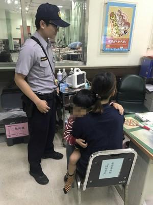 婦人急衝派出所求助 警火速將身體不適男童送醫