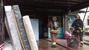 三峽鬧區床墊行失火 幸無人員傷亡