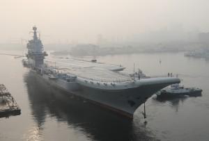 中國喜孜孜說有作戰能力 遼寧號航母突拆雷達大修