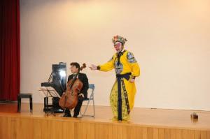高雄女監音樂會 張正傑與「美猴王」朱陸豪東西合璧博掌聲
