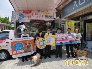 豆哥、凱蒂開進大賣場 南市犬貓認養駐點送愛