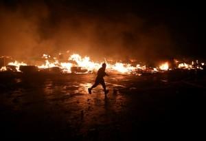 海地市集深夜惡火 民眾奔逃宛如戰爭片場景