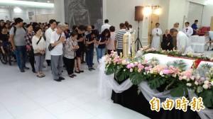 奉獻台灣57年神父呂道南長眠 逾百教友送行