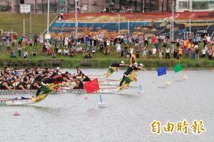 國手技壓消防猛男 新北議長盃龍舟賽重頭戲