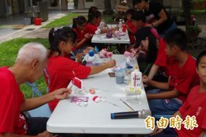 一諾千金 新加坡8志工飛越千里傳愛