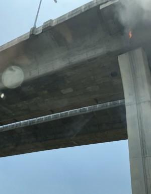 怪事!五楊高架橋墩冒火 嚇壞用路人...
