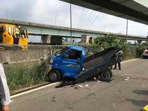命大!小貨車從五楊高架墜落15米 母子2傷