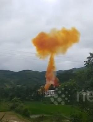 中國火箭墜地爆炸冒致癌黃煙 恐經皮膚進入人體