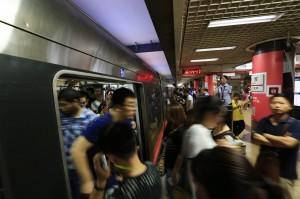 「獵狼小組」打擊地鐵鹹豬手 北京警逮118名色狼