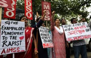 印度女童慘遭輪姦割喉命危  數千民眾示威要求處死2被告