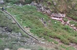 印度再傳巴士墜谷意外 至少46死