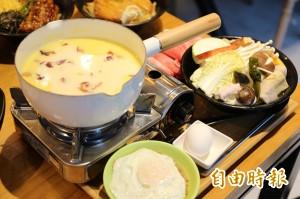 天天吃好料》屏東潮州「花巷草弄」牛奶鍋灑玫瑰花