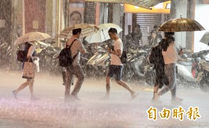 颱風瑪莉亞來襲 彰化以北警戒 (圖輯)