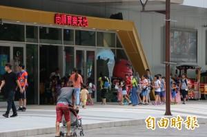 颱風假兩樣情!百貨樂發颱風財 企業怒轟首長「去撞牆」