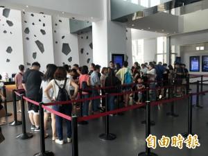 新北颱風假無大風大雨 民眾擠爆影城