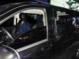 舞廳前又發生糾紛暴力   賓士箱型車慘遭砸毀