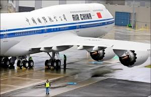 中國航班機驟降7000公尺 副駕駛抽電子菸惹禍