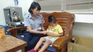 媽牽4歲童丟垃圾 警找上門才驚覺兒子也丟了