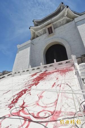 中正廟蔣介石銅像被潑漆 促轉會:轉型正義長期延宕所致