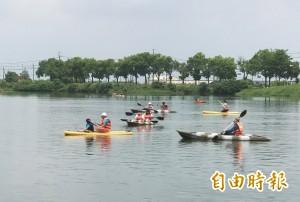 暑假來台南玩水! 划獨木舟免費