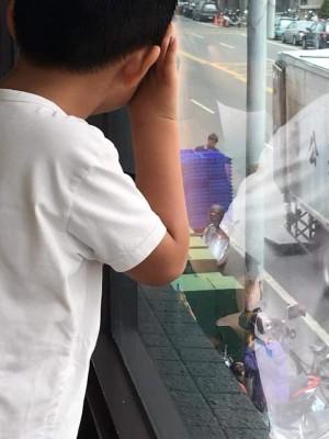 逛街怕吵將兒子丟包麥當勞   彰化社會處:違法將開罰