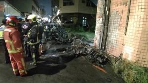 機車騎到「發爐」還燒毀路旁6台 男大生:怎麼賠人家…