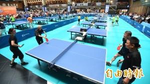 超酷的桌球賽! 銀髮族在台北火車站大廳開打