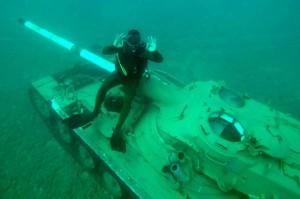 黎巴嫩坦克變成人工魚礁 還不忘砲口朝向以色列