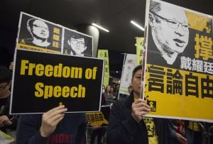 中資大舉入侵攻佔媒體  香港記協:如刀懸港人頭