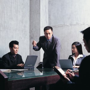 發現同事薪水較高 研究:員工會降低生產力「回報」