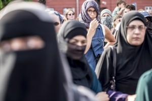 丹麥面紗禁令上路 28歲女成第一位受罰人