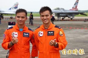 空軍F16首見同機種雙胞胎飛官 從小就想為優秀飛行員