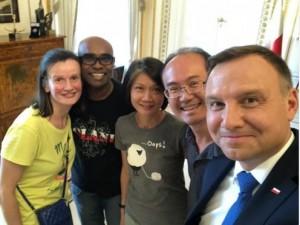 拚觀光!波蘭總統邀旅客「喝茶」 台灣夫婦被選中
