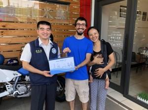 義大利籍新住民為愛來台 感動探訪的移民署官員