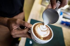 咖啡成癮者注意!研究:每天2杯咖啡 年老恐失眠