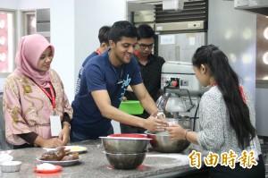 弘光科大跨國混班夏令營 學生搶當學伴加強外語