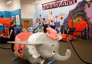 迪士尼狂粉為女兒籌醫藥費 變賣樂園古董收藏