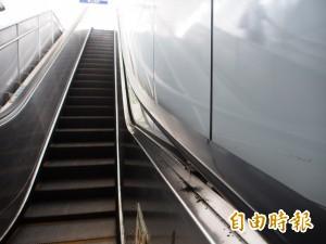 13歲少女搭廣三SOGO電扶梯 頭卡扶手與天花板間命危