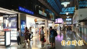 各機場紛紛加徵機場稅 新加坡、香港破千元