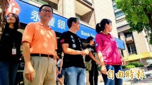 羅智強公車廣告「力挺」被拆 丁守中批箝制言論自由