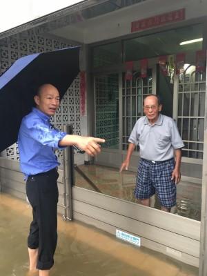 韓國瑜批 豪雨戳破高市府治水有成的牛皮