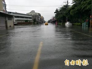 台南安南區上午再淹 居民嘆暴雨不輸八八風災