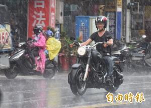 晚間各地降雨趨強 明全台有雨、中南部留意豪雨