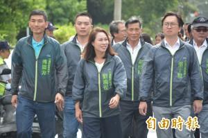 徒步登記參選縣長 劉曉玫:這是一條信仰之路