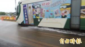 輕軌「神隱少女列車」再現 積水不高「只濺水花」…