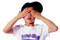棍棒毆打、木屑搓眼!對抗霸凌 6歲童救友被圍毆