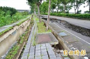 又是豪雨惹禍!台南高鐵特定區 百米道路塌陷